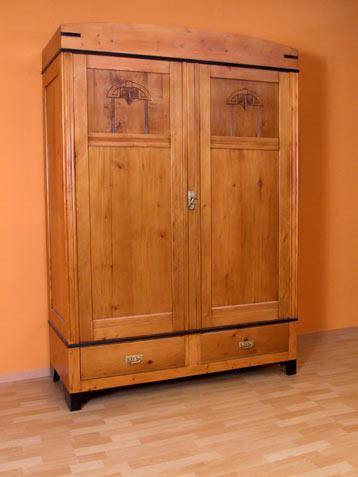 kleiderschrank sitzm bel m beltischlerei barntrup einzelm bel massivholzm bel. Black Bedroom Furniture Sets. Home Design Ideas